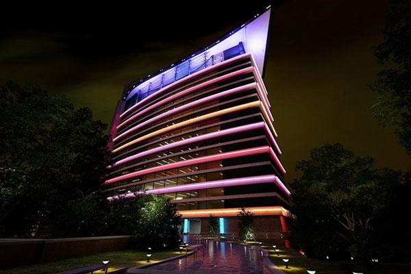 نورپردازی نمای هتل